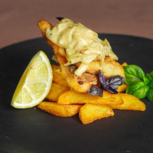 Судак, запеченный с картофелем под луковым соусом